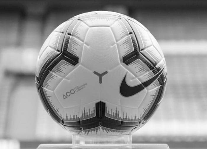Le ballon de football Nike Merlin