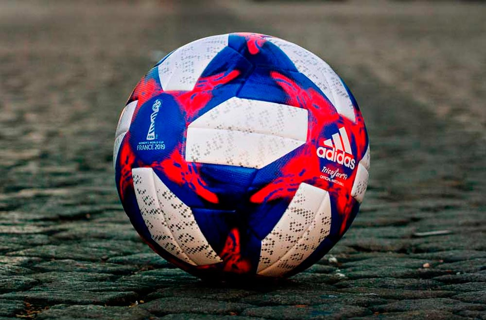 Tricolore, le ballon de la phase finale de la coupe du monde féminine 2019